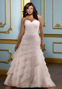 Фантастическое свадебное платье с косыми рюшами. Свадебное платье для полных с рюшами